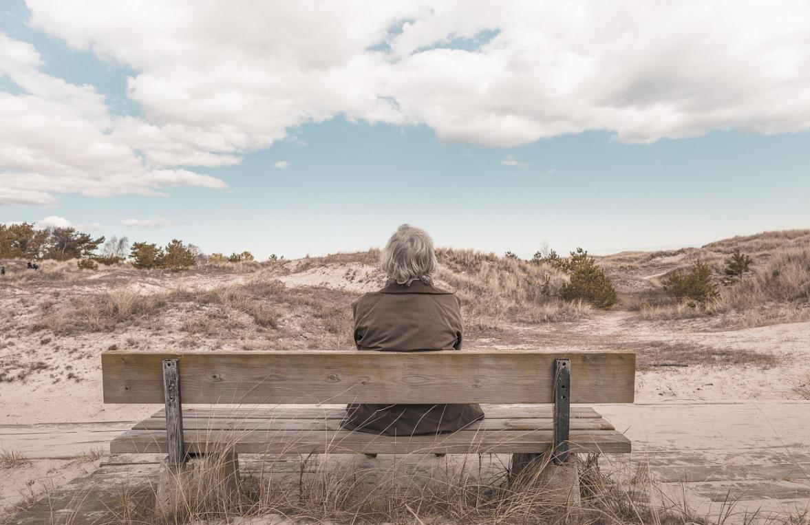 žena v důchodu