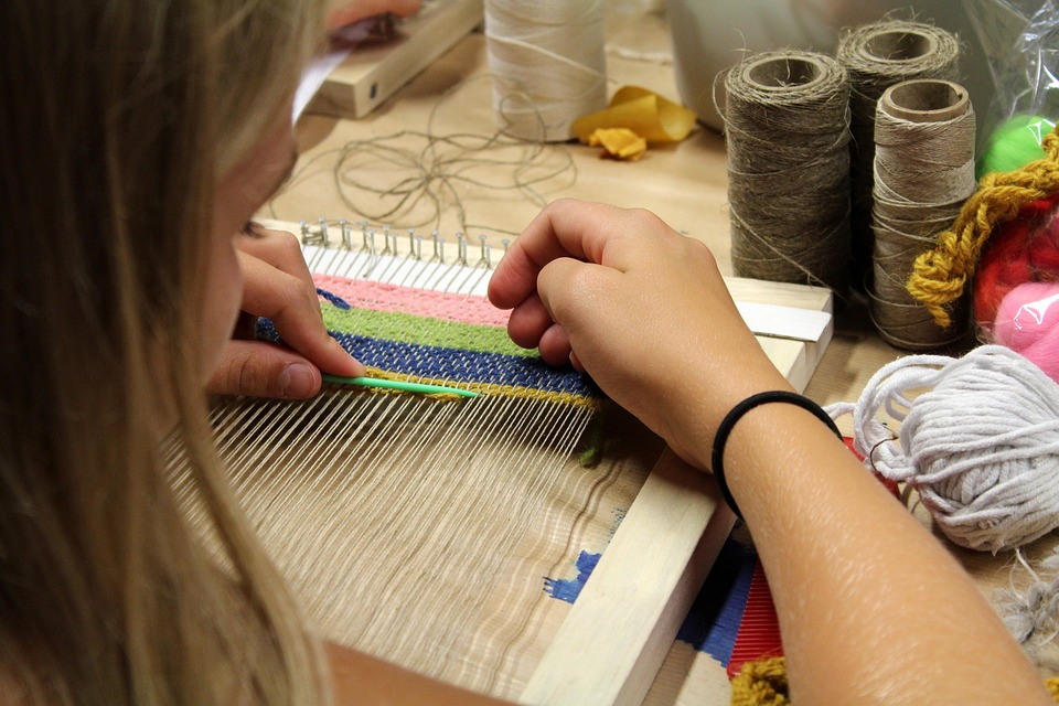 tkaní textilu